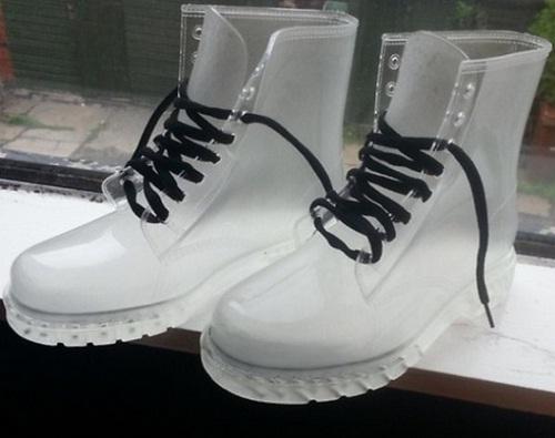 Đôi giày trong suốt