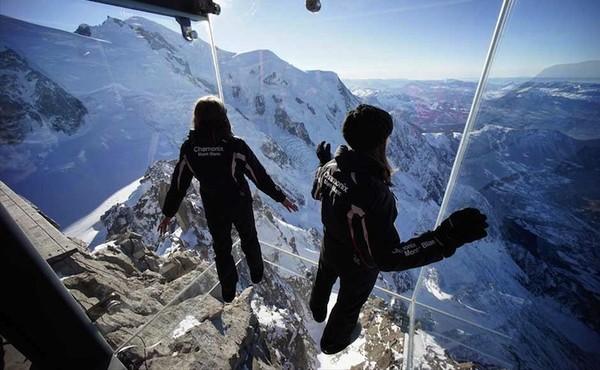 Choáng váng từ góc nhìn trên chiếc lồng kính tuyệt đẹp tại đỉnh núi Alps 3