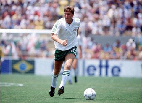 Cầu thủ trẻ nhất trong một trận đấu tại World Cup là Norman Whiteside