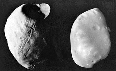 Vệ tinh Phobos (trái) và Deimos (phải). Ảnh do tàu Viking 1 chụp.