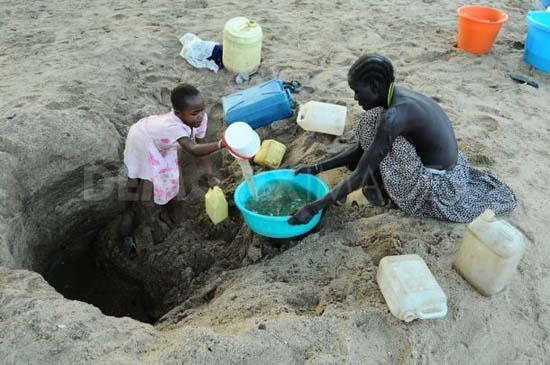 Người châu Phi bị thiếu nước sạch trầm trọng.