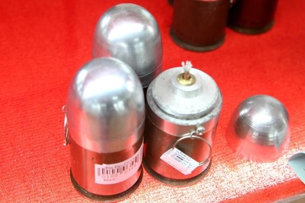 Một chiếc đèn dầu được làm từ vỏ đạn M79 có giá 85.000 đồng.