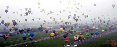 Các khinh khí cầu với đầy đủ màu sắc