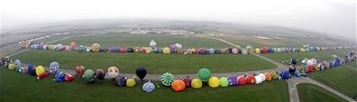 Kỷ lục mới: 343 khí cầu cùng xuất hiện trên bầu trời
