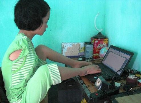 Mơ ước của cô bé không tay là trở thành kỹ sư công nghệ thông tin. Ảnh: Lê Hoàng.