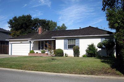 Căn nhà của cha mẹ nuôi, là nơi mà Jobs đã lập nghiệp