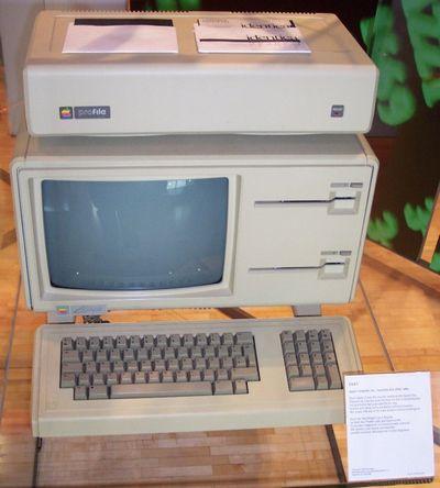 Máy tính Apple Lisa ra mắt vào năm 1983