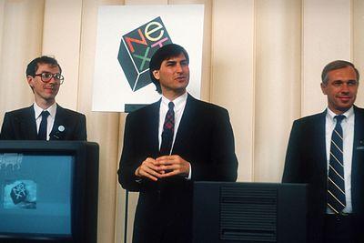 Jobs (giữa) thành lập NeXT Inc sau khi rời bỏ Apple năm 1985