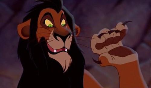 Scar là con sư tử duy nhất trong phim có móng vuốt.