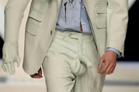 Có anh chàng nào dám diện chiếc quần này