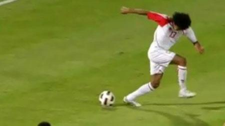 Diab đã đang đến cho khán giả trận UAE – Lebanon một pha xử lí vô cùng ngẫu hứng