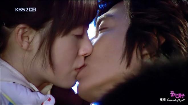 Những nụ hôn 'ngọt' nhất của Lee Min Ho trên màn ảnh