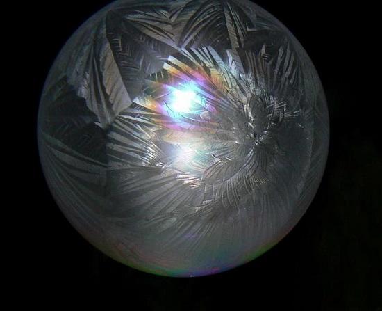 Xem bong bóng xà phòng... đông lạnh