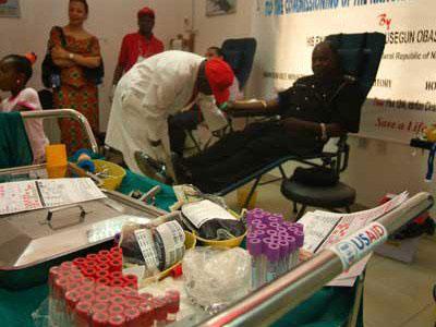 Chi 2 tỷ USD để chống lại HIV