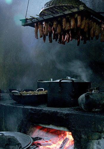 Bản làng thờ cúng thần... chuột