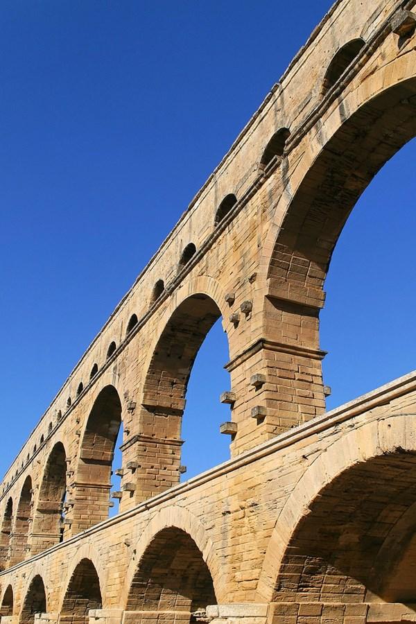 Dù không biết chính xác người đã thiết kế và xây dựng cây cầu nhưng hậu thế vẫn phải công nhận sự tài tình của người La Mã xưa - Ảnh: Roby Ferrari/Flickr