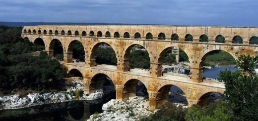 Sau hàng ngàn năm, Pont du Gard vẫn tồn tại hiên ngang - Ảnh: wikipedia.org