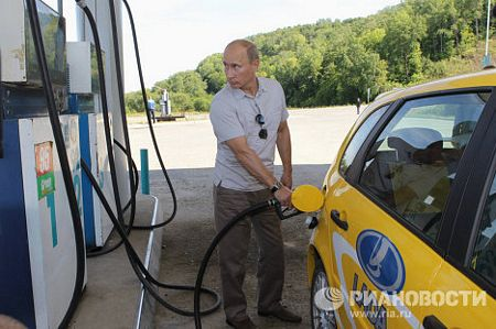 Mùa hè năm 2010, ông Putin đã lái xe đường dài từ Khabarovsk và Chita với quãng đường gần 2.200km.