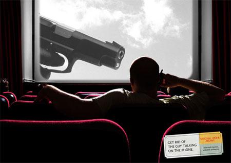 """Hãy dừng nói chuyện điện thoại trong rạp chiếu phim kẻo sẽ được mời ăn """"kẹo chì""""."""
