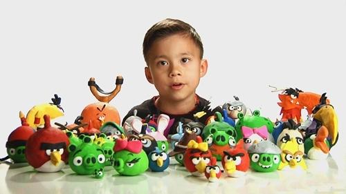 Evan là nhân vật chính trong các clip nhận xét đồ chơi trên kênh EvanTubeHD. Ảnh: EvanTubeHD