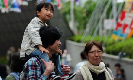 Nhật Bản có chế độ riêng để bố chăm sóc con.