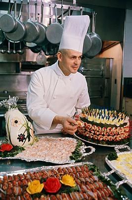 Tính tới thời điểm hiện tại, đầu bếp Henry Haller là người đang nắm giữ kỷ lục trong khu bếp của Nhà Trắng. Ông phục vụ 5 đời tổng thống Mỹ trong suốt 21 năm. Haller cũng là đầu bếp làm việc lâu nhất.
