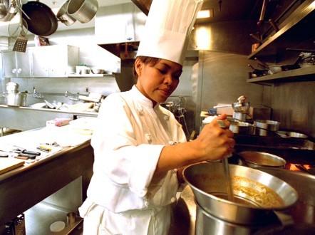 Cristeta Comerford là nữ bếp trưởng đầu tiên của Nhà Trắng
