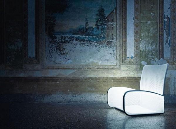 khách hàng của họ có thể hoàn toàn yên tâm về độ bền cũng như độ an toàn của chiếc ghế này trong suốt....100 năm.