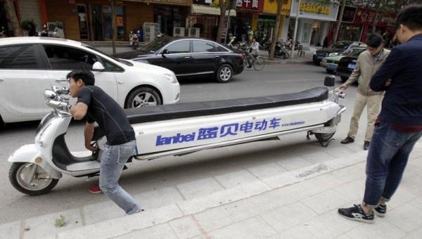 """Độc đáo chiếc xe máy """"lai"""" Limousine dài tới gần 5m"""