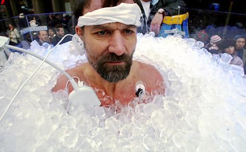 Trong 35 năm qua, Win Hof từng vượt qua nhiều thử thách với điều kiện lạnh giá và giữ 20 kỷ lục thế giới