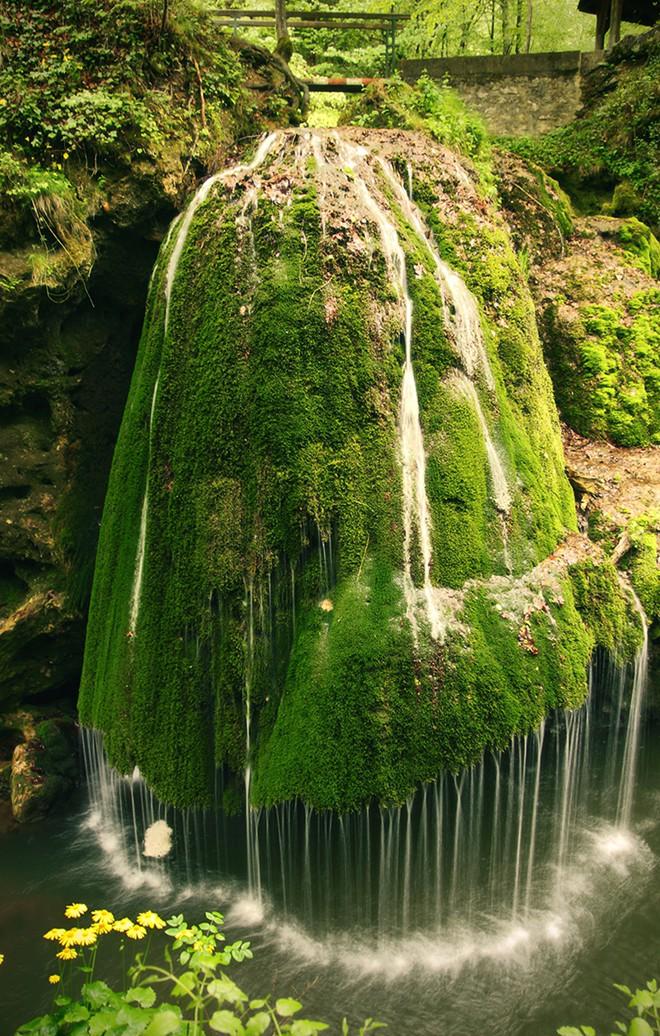 Nằm ở hạt Caras-Severin, phía tây Romania, Bigar là một trong những thác nước nổi tiếng nhất châu Âu với cảnh sắc lãng mạn, xanh mát.