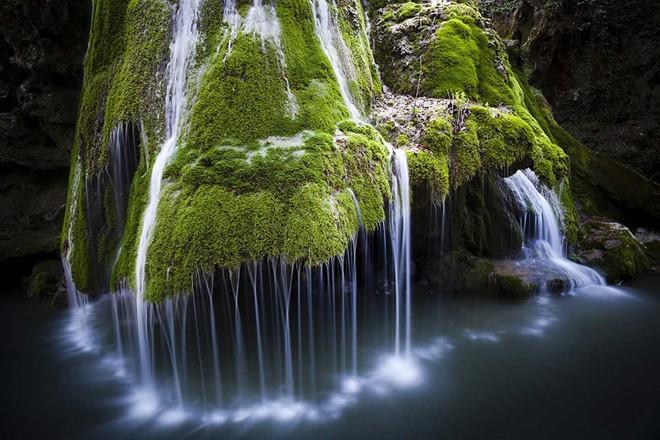 Đây là một trong những thác nước liên tục nằm trong danh sách những nơi đẹp nhất thế giới và cũng là địa điểm du lịch đẹp nhất ở Romania.