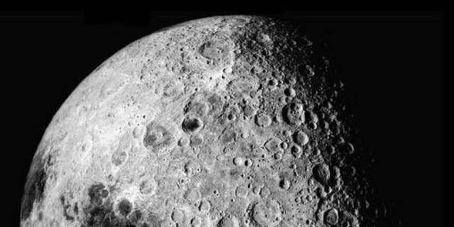 Mặt trăng là vệ tinh tự nhiên duy nhất của Trái đất