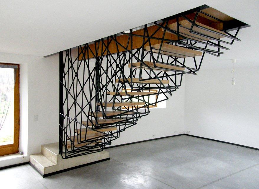 ế. Không còn bắt gặp sự nhàm chán của những song sắt hay gỗ cuộn theo từng nhịp cầu thang. Một sự phá cách đầy cá tính lôi cuốn mọi ánh nhìn