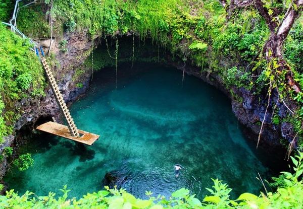 Hồ năm gần Lotofaga, phía Nam của hòn đảo Upolu, Samoa, phía Nam Thái Bình Dương.