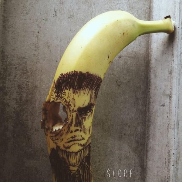 """Ngất ngây với những tác phẩm điêu khắc """"ngồ ngộ"""" từ trái chuối 13"""
