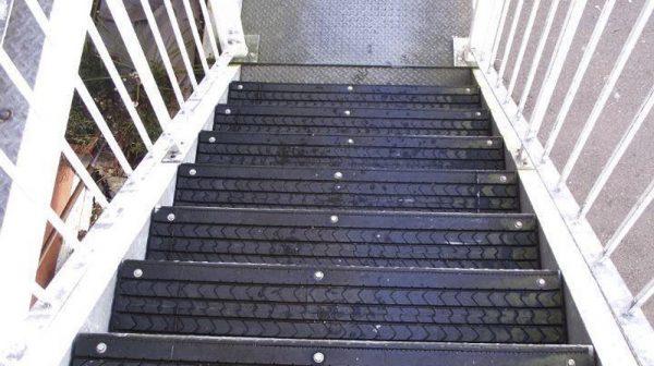 Lốp dùng Trang trí cầu thang, ốp nền