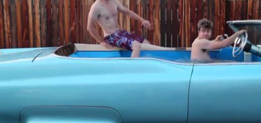 Chiếc bể bơi di động độc nhất vô nhị thế giới.