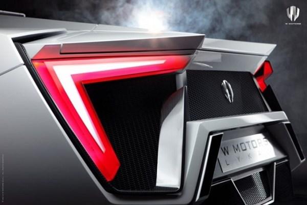 Những khách hàng sở hữu Lykan Hypersport sẽ nhận một đồng hồ Cyrus Klepcys phiên bản đặc biệt trị giá hơn 177.000 USD (> 3,8 tỷ đồng).