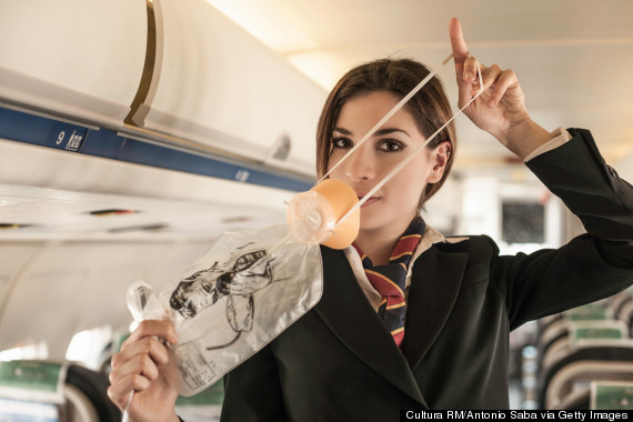 Tập trung và bình tĩnh là yếu tố tiên quyết để sống sót trong tình huống máy bay gặp sự cố. 