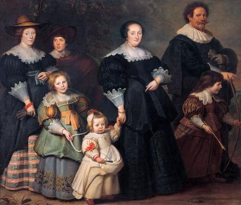 Trẻ em không có quần áo riêng mà thường mặc quần áo như người lớn nhưng có kích thước nhỏ hơn.
