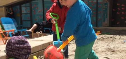 Các bé trai đã sử dụng xẻng đồ chơi để đào một lối thoát bên dưới hàng rào của trường mẫu giáo và trốn ra ngoài. Ảnh minh họa: WCC