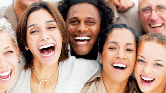 Chia sẻ niềm vui trong công sở giúp tạo một môi trường làm việc thoải mái, đoàn kết, hạnh phúc dẫn đến thành công chung cho tập thể - Ảnh: ehstoday.com
