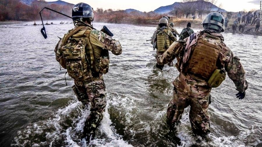 Đô đốc McRaven từng là một lính đặc nhiệm SEAL. (Ảnh: CNN)
