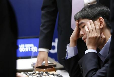 Nhà vô địch cờ vây thế giới Lee Se-dol đã chịu chấp nhận thất bại tuyệt đối trước phần mềm trí tuệ nhân tạo AlphaGo