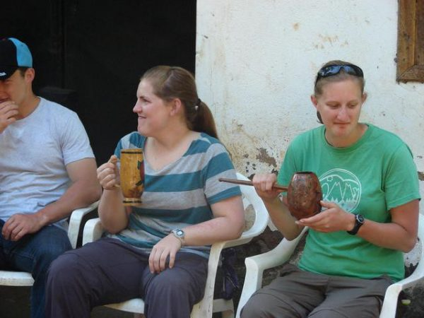 Thành quả thu được chính là loại thức uống mà người ta gọi là bia chuối. Những vị khách du lịch đến đây đều muốn thưởng thức thứ đồ uống khác lạ này.