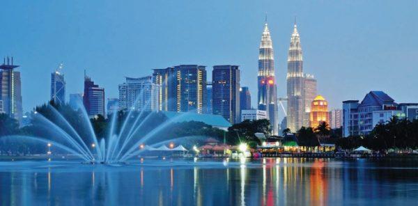 Vì có nhiều ngôn ngữ khác nhau nên ngoài tiếng Malay, tiếng Anh còn được sử dụng như ngôn ngữ chính thức tại quốc gia này. Ảnh: Malaysia Magazine.