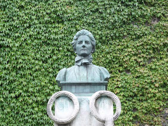 Bức tượng tưởng nhớ Edith Cavell - Tombland, Norwich