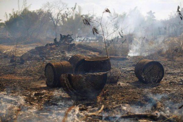 Trong diễn biến mới nhất, ngày 24/8, Tổng thống Brazil Jair Bolsonaro đã ký sắc lệnh yêu cầu huy động quân đội đối phó các đám cháy rừng tại Amazon, bắt đầu từ 24/8 và kéo dài trong vòng một tháng. Ảnh: Reuters.