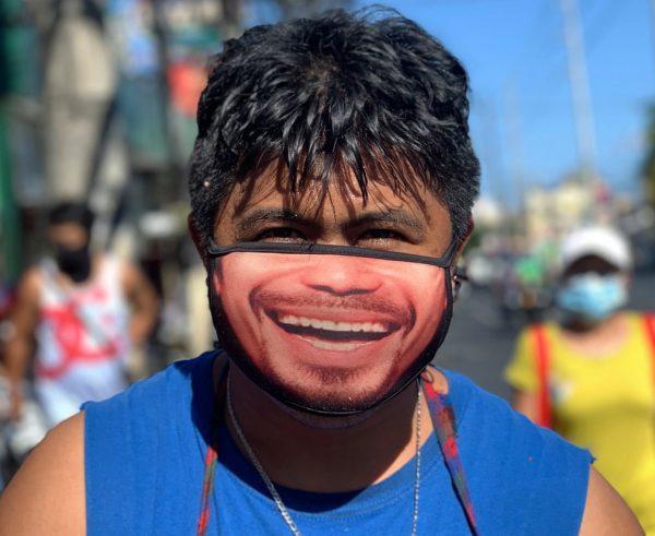 Khẩu trang mặt nạ mùa Covid. Ảnh: theguardian.com